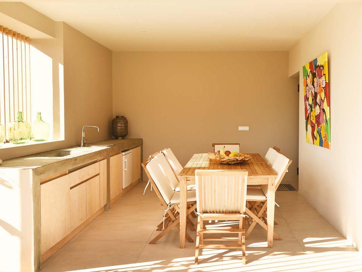 17 OIK59.2 EXTERNAL DINING AREA 1 1200x900 - Villa Mouria