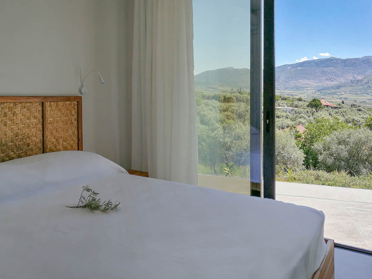 OIK78.2 GUESTBED1VIEW2 1200x900 - OIK78.2 Villa Helena