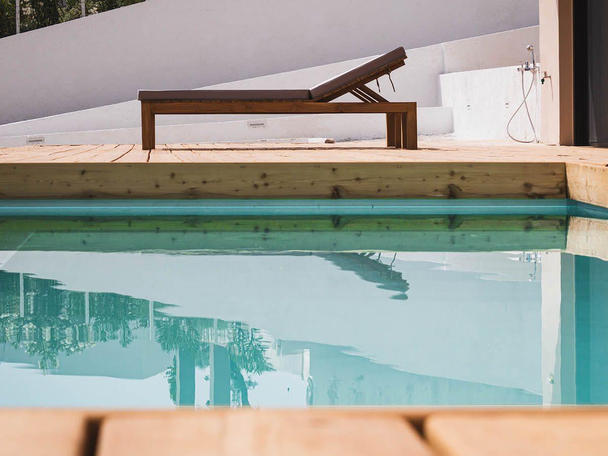 07 SUNBEDDETAILREFLECTION 1200x900 - 78.1.1 Villa Hermes