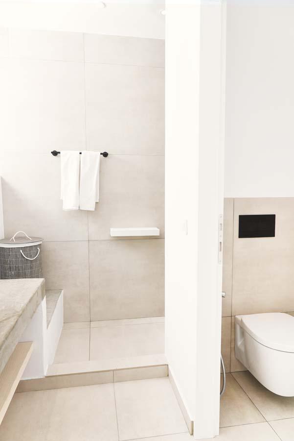 26 OIK59.2 MASTER BEDROOM ENSUITE 1 - Villa Mouria
