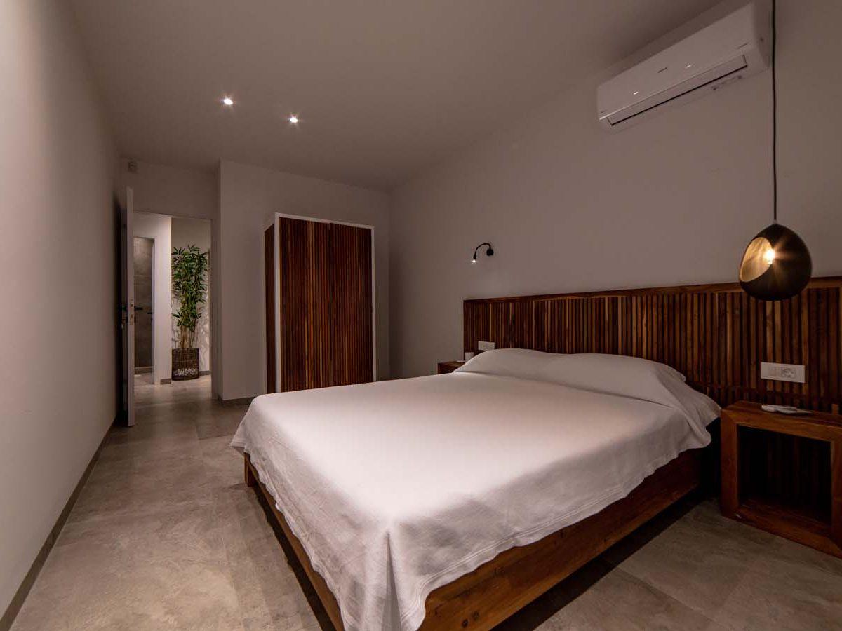 27 Villa Iris bedroom3  1200x900 - Villa Stone Iris