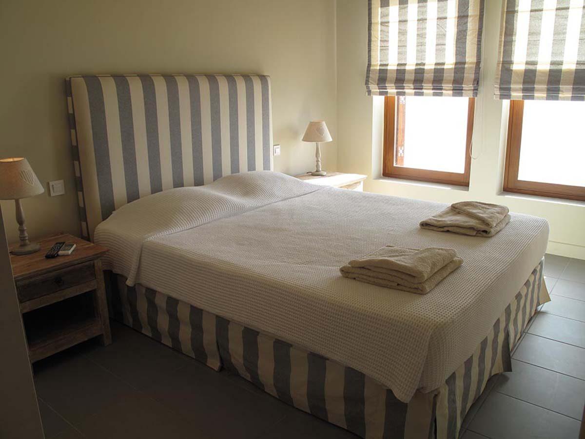 2nd bedroom ensuite villa scorpios 1200x900 - OIK1K3 Villa Scorpios