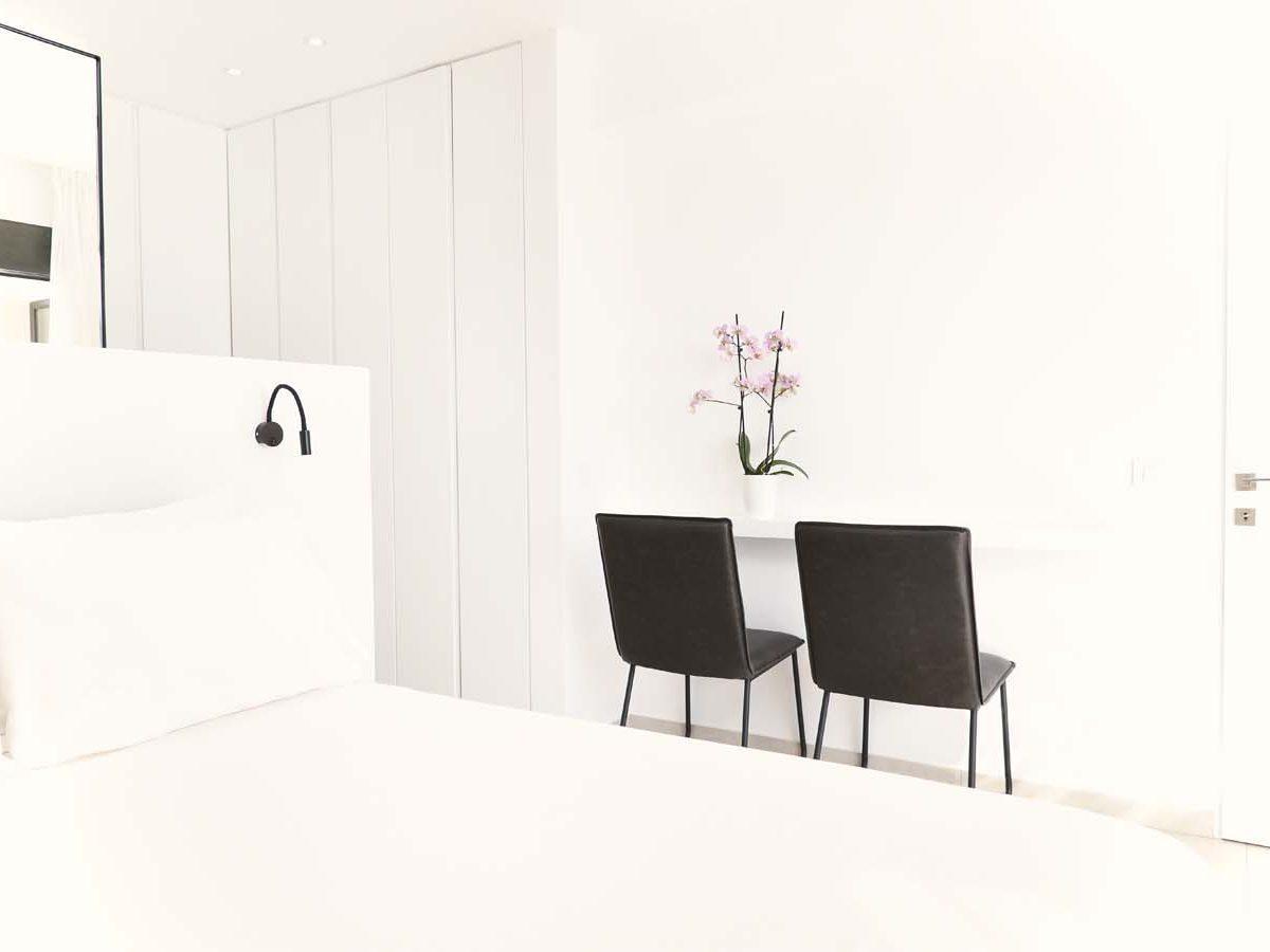 31 OIK59.2 MASTER BEDROOM 1200x900 - Villa Mouria