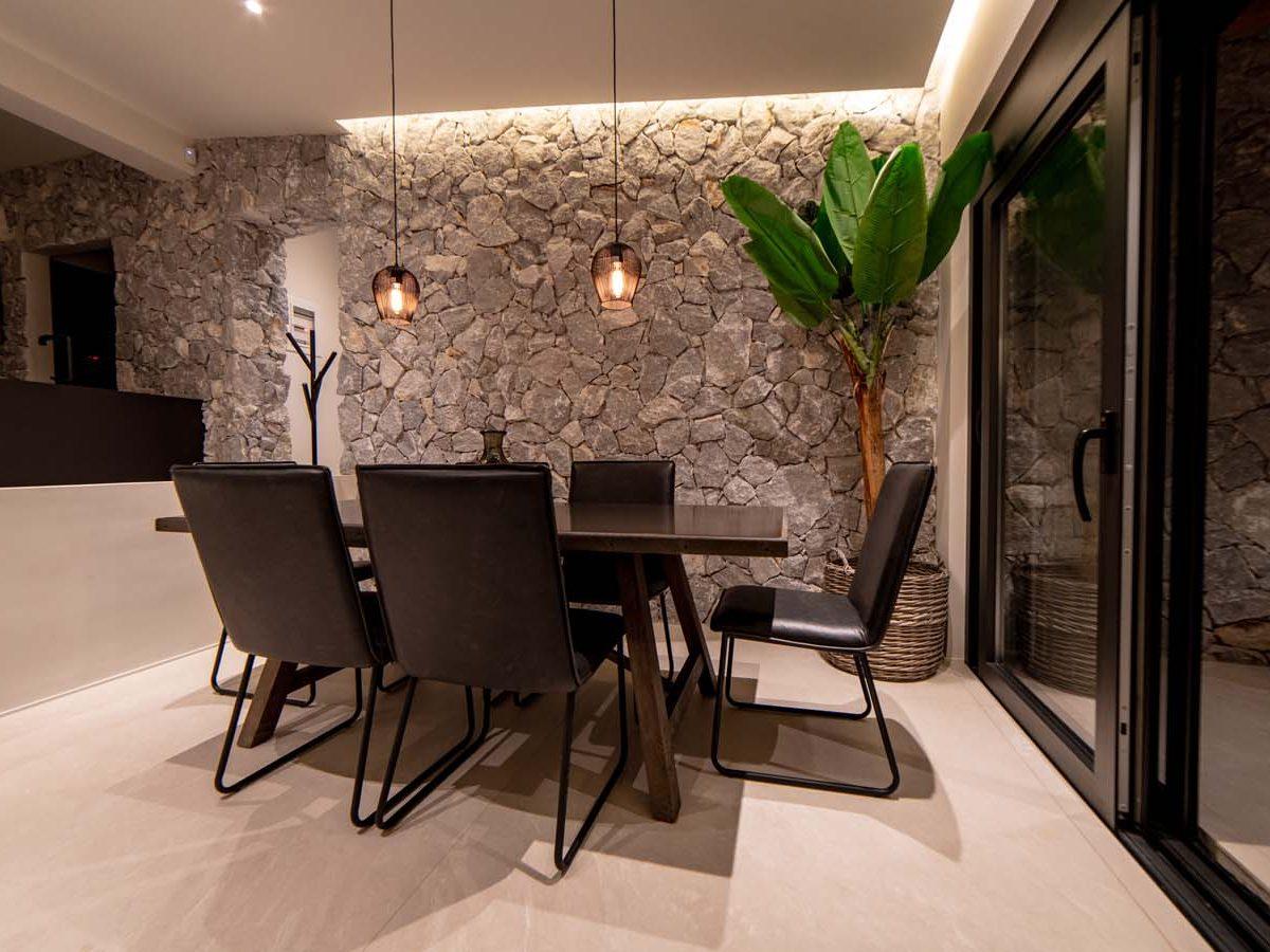 35 Villa Iris dining3 1200x900 - Villa Stone Iris