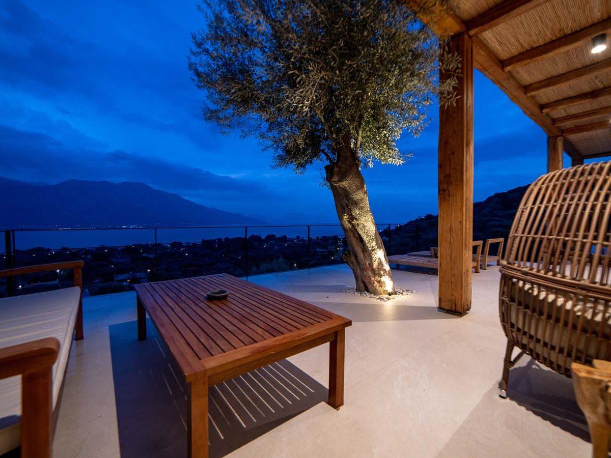 39 Villa Iris veranda main  1200x900 - Villa Stone Iris