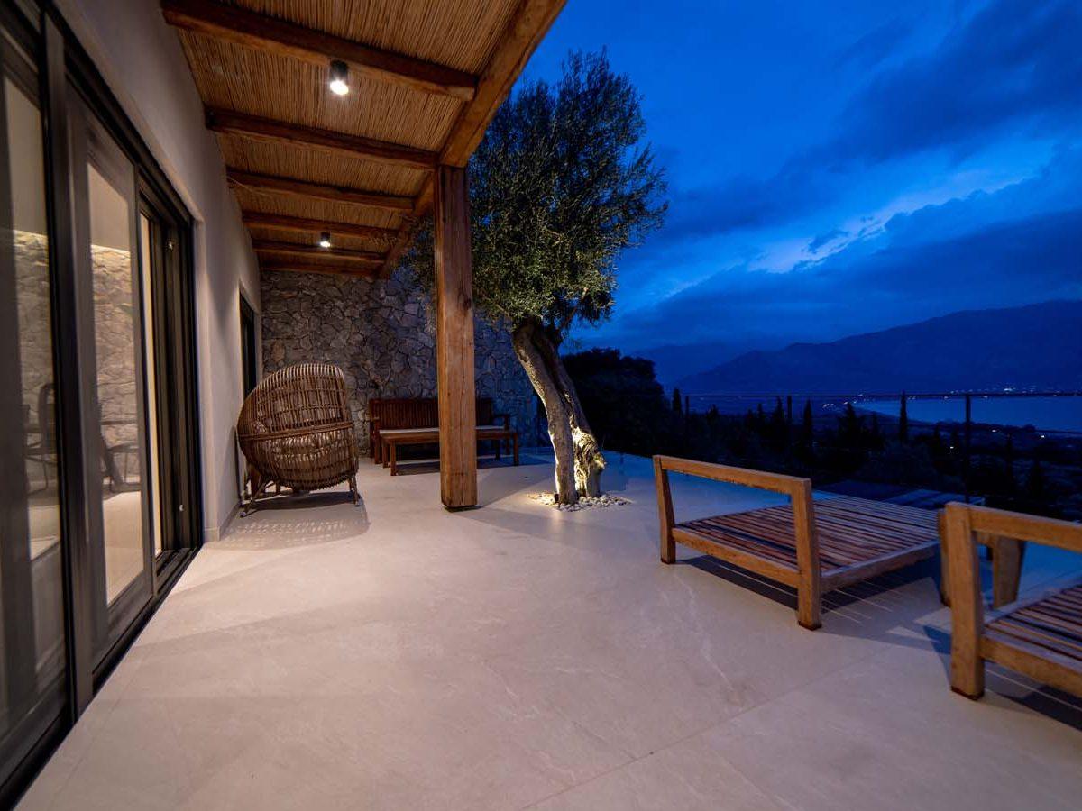 42 Villa Iris veranda main 1200x900 - Villa Stone Iris