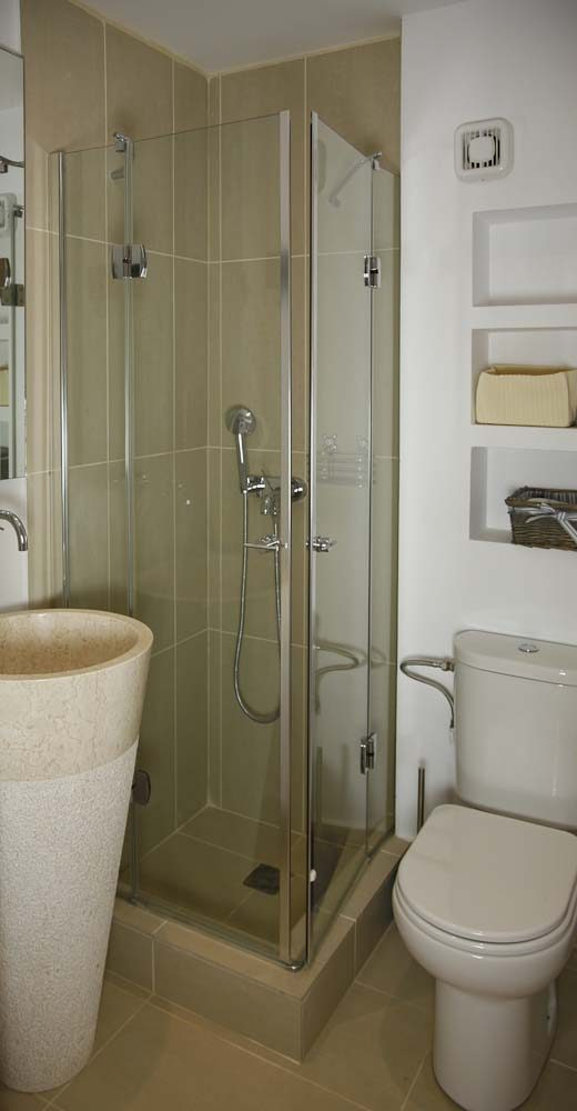 67 madouri luxury bathroom en suite lower level 520x1000 - OIK1K1 Villa Madouri