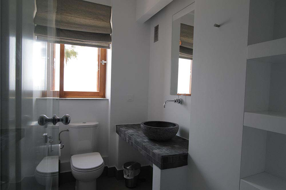 81 paleros infinity blue villa for rent bathroom ensuite 1st floor 2nd bedroom - OIK1K1 Villa Madouri