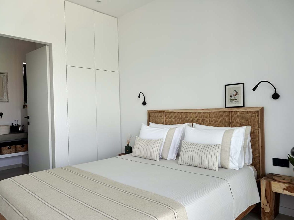 MASTER BEDROOM 2 1 1200x900 - OIK65.1.1 Villa Oryx