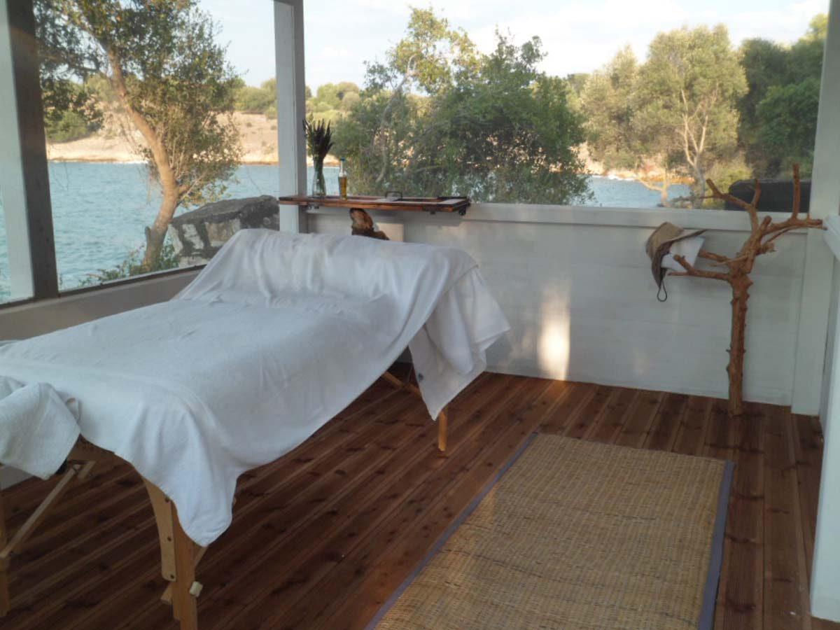Massage 4 1200x900 - OIK26 Villa Amalia
