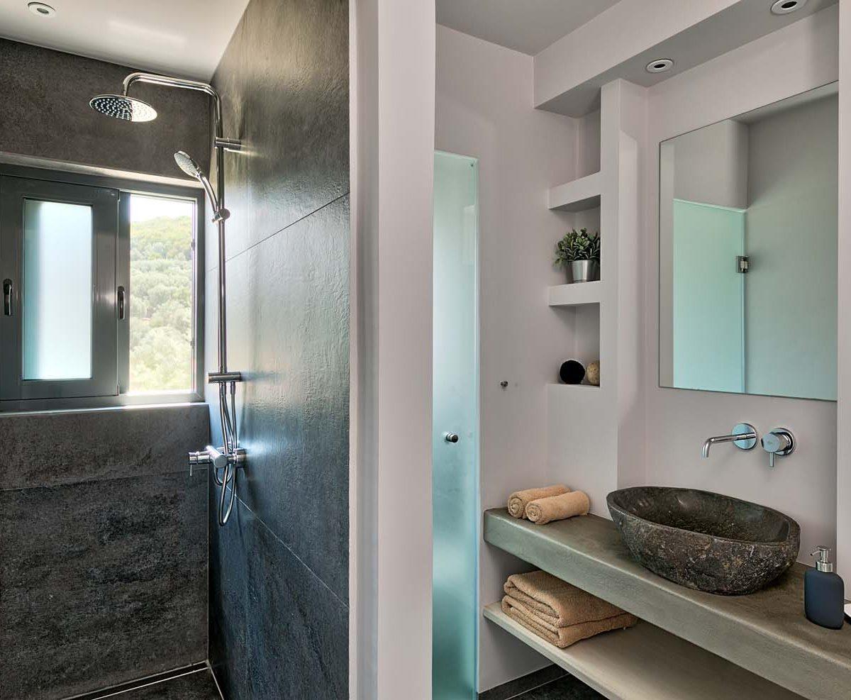 Master Bedroom Ensuite 1200x987 - OIK4.5 Villa Elia