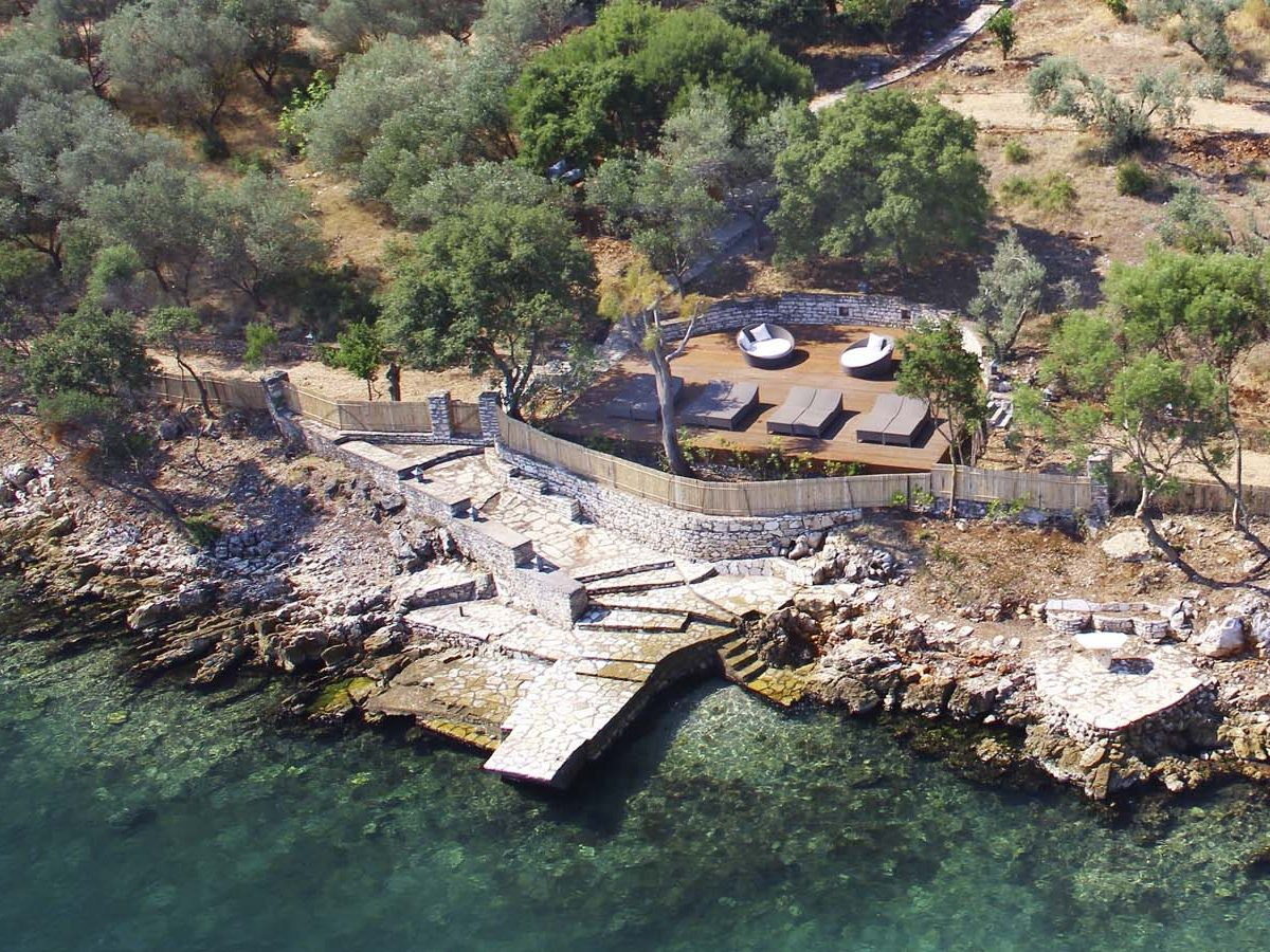 SEAFRONT LOUNGE AREA PIER 1200x900 - OIK26 Villa Amalia