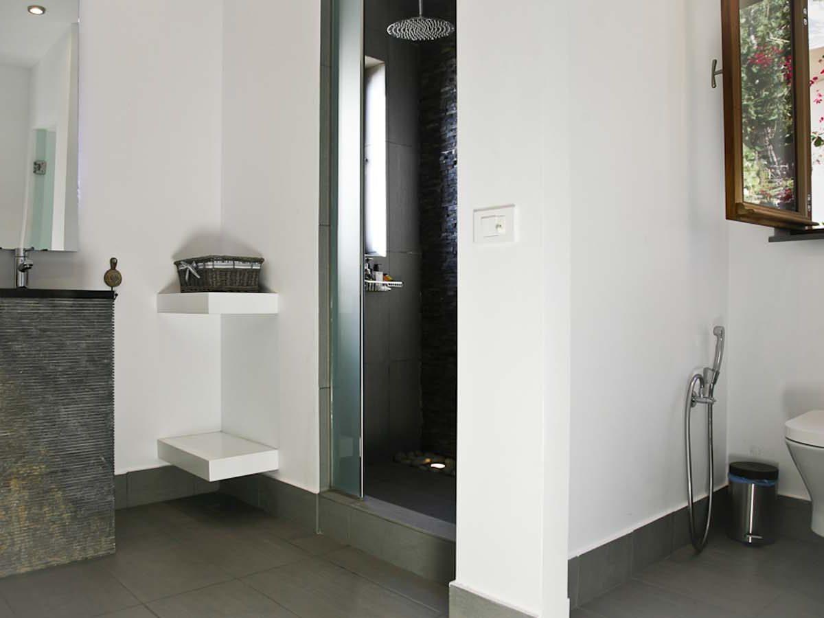 lvilla scorpios master bedroom bathroom 1200x900 - OIK1K3 Villa Scorpios